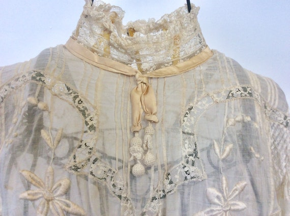 1940-50 embroidered blouse / Romantic transparent