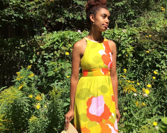 1960 MOD Hawaiian Dress / Vintage Shiny Floral Pri