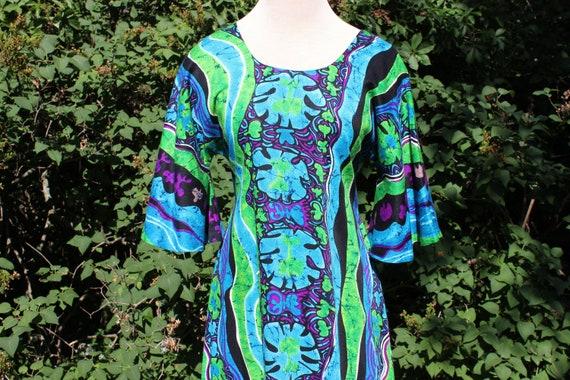 1970 Psychadelic dress / Vintage Batik style print