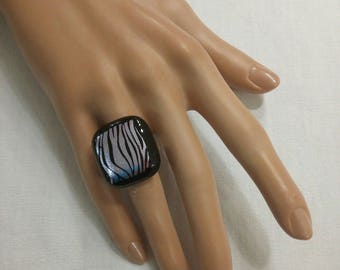 "Ring ""Zebra"" black and Dichroic fused glass with metallic highlights, adjustable"
