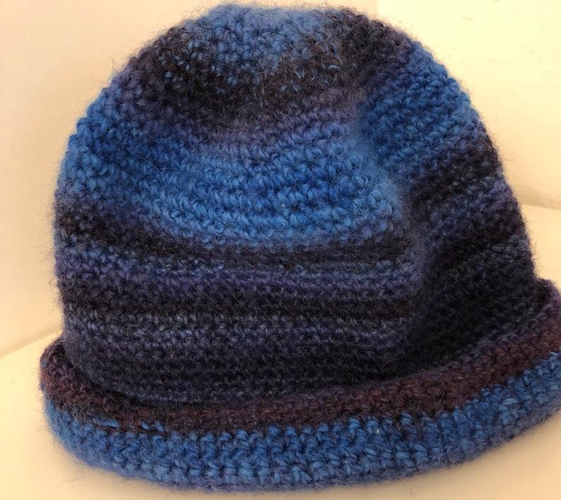 Soft beanie that anyone can wear Warm soft wool in dark blue