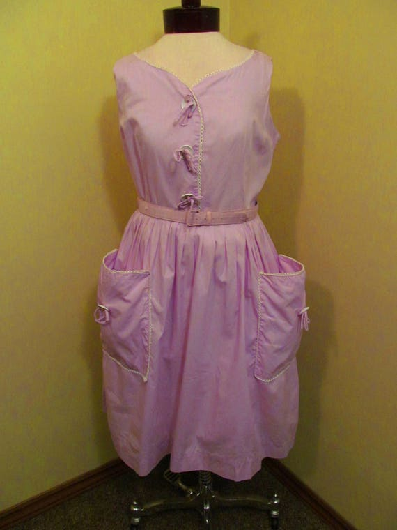 Vintage 1950s/ 1960s lilac dress with hip pockets/