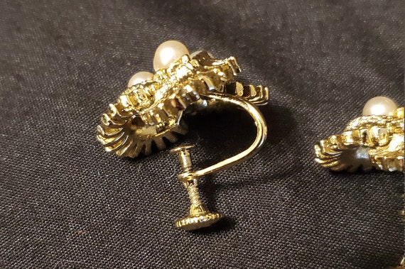 Vintage 1950s/1960s Coro gold and pearl earrings/… - image 8