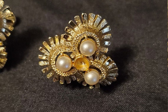 Vintage 1950s/1960s Coro gold and pearl earrings/… - image 2