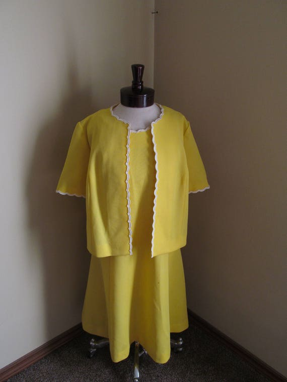 Vintage 1960s yellow dress and  jacket// yellow sh