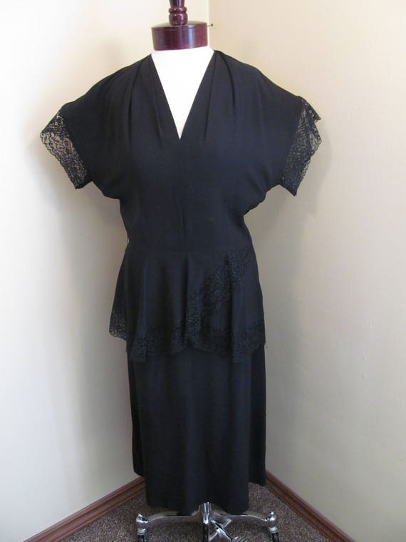 Vintage 1940s nior black dress// rayon and lace pu