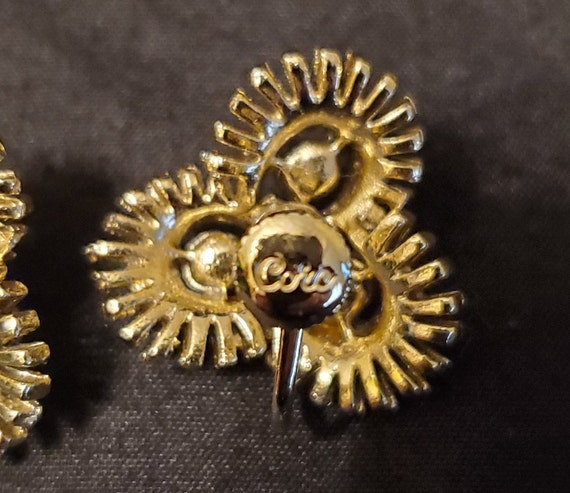 Vintage 1950s/1960s Coro gold and pearl earrings/… - image 9