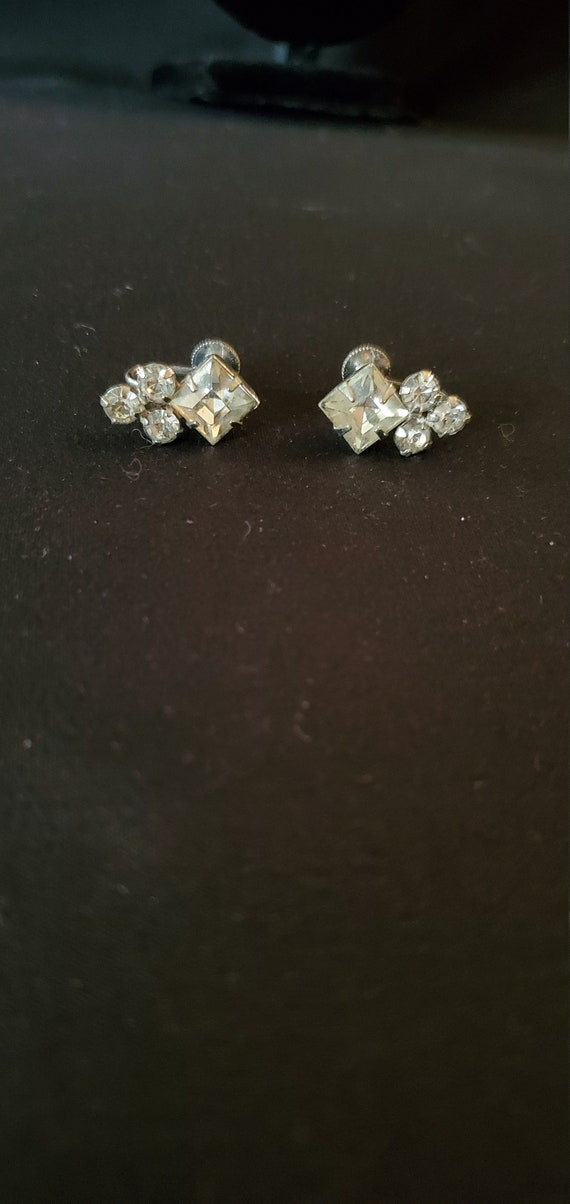 Screw Backs Gold Tone Vintage 1940s50s Red and Clear Rhinestone Earrings