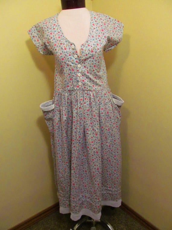 Vintage 1940s/1950s dress// petite floral print dr