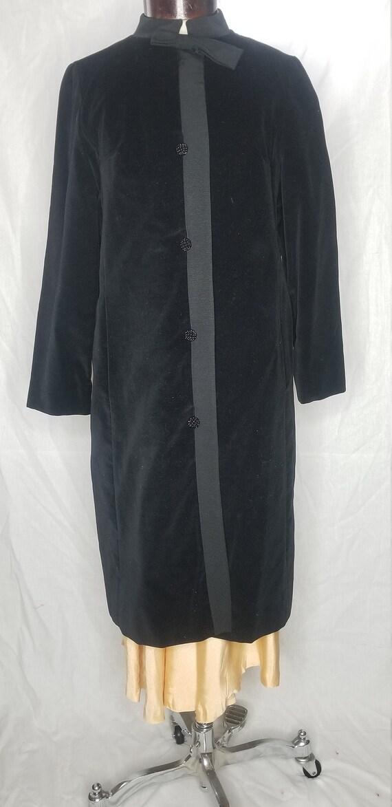 Vintage 1950s/1960s black velvet coat//Vintage Cou