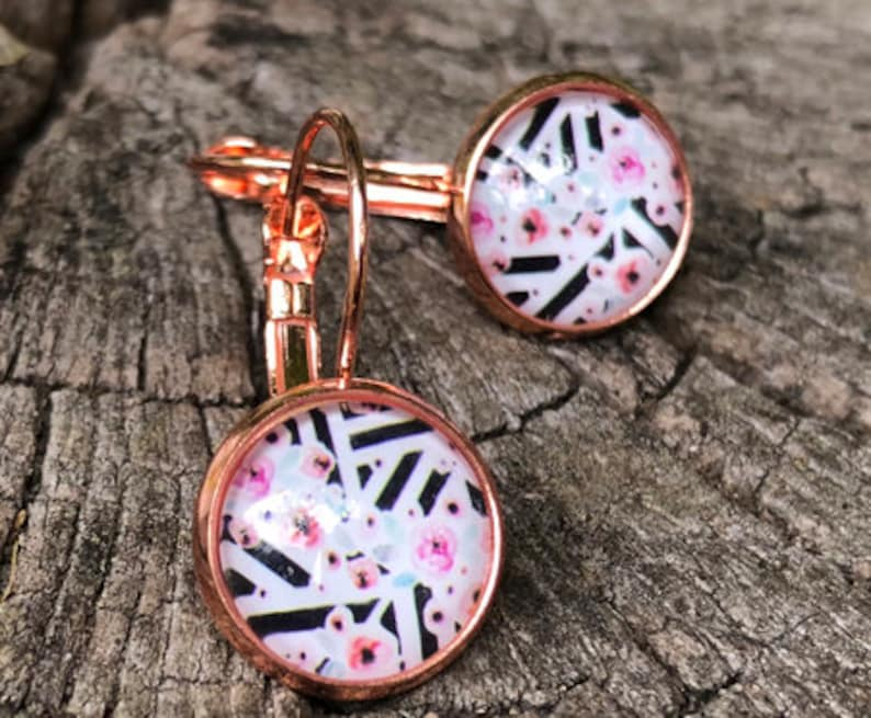 Noble and simple: earrings in rose gold with strips and image 0