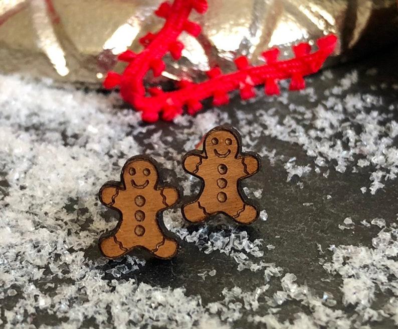 Gingerbread earrings stud earrings gingerbread man wood clog image 0