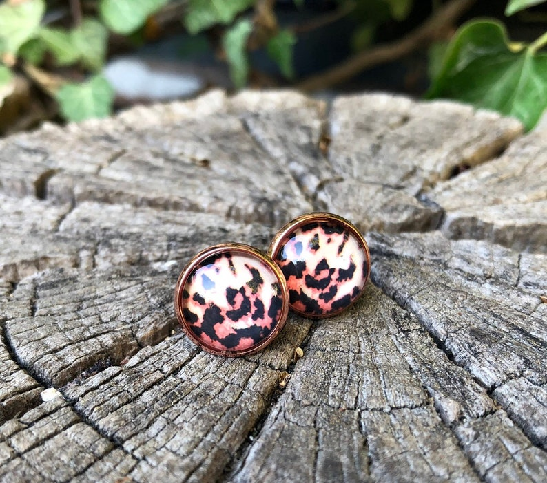 Leopard animal print earrings in pink gold chic image 0