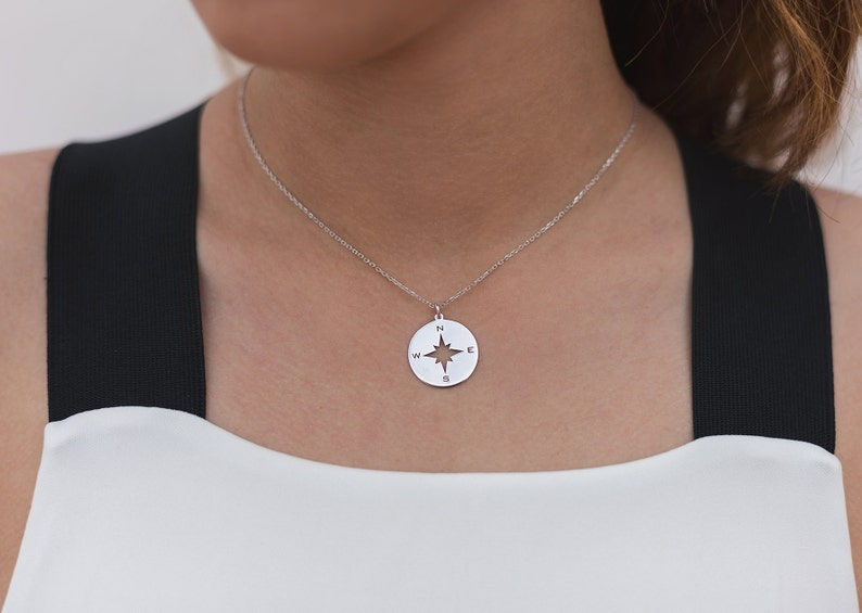 Modern necklace Wanderlust necklace Trendy Compass necklace Wind rose necklace Compass pendant Windrose pendant Gift for travelers