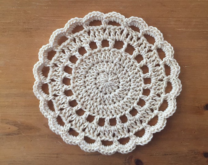 Crochet Trivet in Ivory, hotpad, pot holder