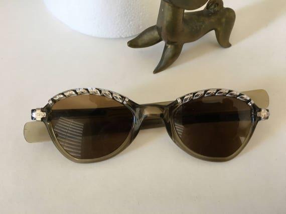 Retro Style Sunglasses - image 5