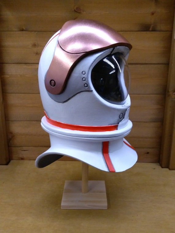 plastic astronaut helmet - 570×759