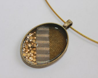 hanmade  oval  necklace
