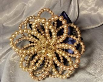 Pearl single flower bouquet