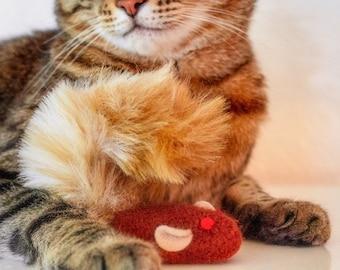Cat Toy. Catnip Squirrel. Catnip Toy. Fun Fur Cat Toy. Organic Cat Toy. Brown Squirrel. Organic Catnip. Felt Cat Toy. Catnip Toy