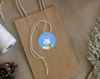 Happy Holidays round gift tag with illustrated snowy bear in green scarf – set of 12