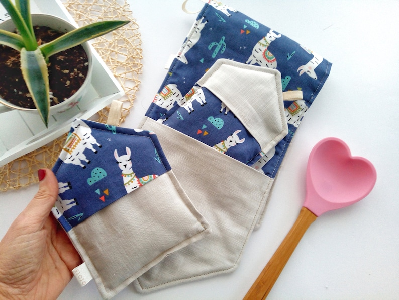 Long oven gloves in linen and fabric with blade.