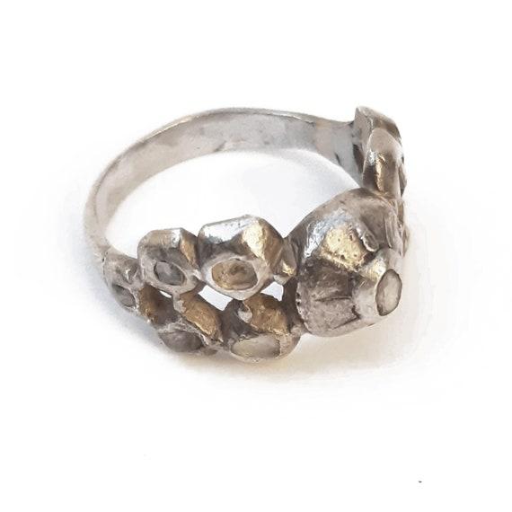 Antico anello in argento con diamanti grezzi - image 1