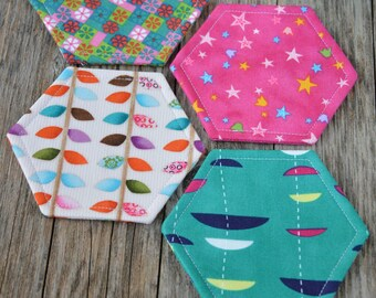 Couleurs de tissu de Coaster.Set de 4 hexagone Coasters.Mix. Thé Time.Drink  Coaster.Modern.Handmade.