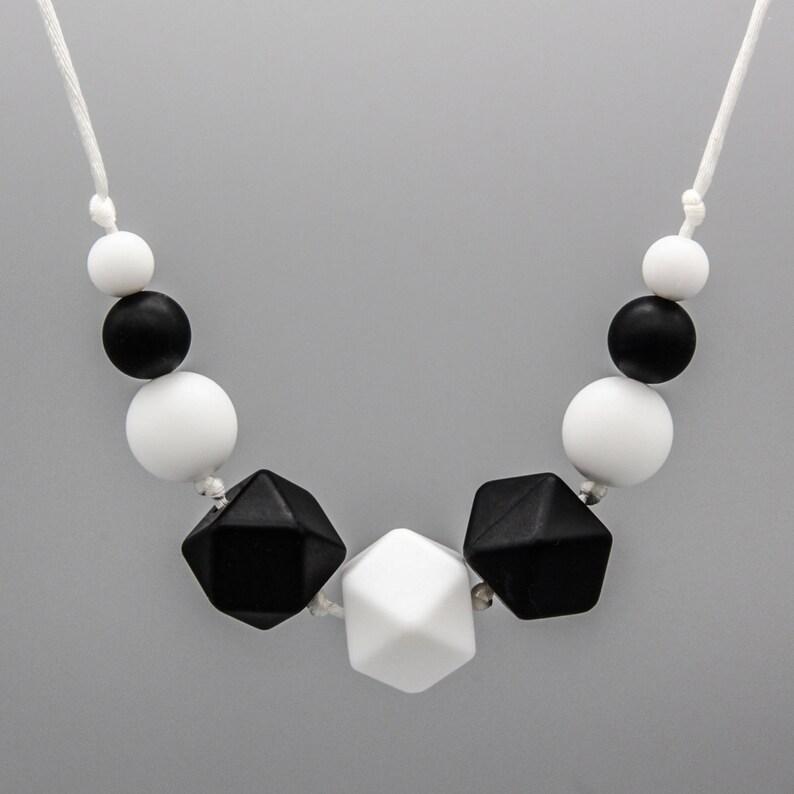 NecklaceStill Chain black /& White silicone Jewelry