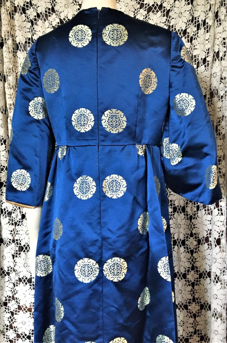 FABULOUS VINTAGE 60/'s 70/'s Custom Made sz 8 Medium Satin Dress Gold Jacquard CHINESE Motif Bright Navy Blue Lined in Gold Satin