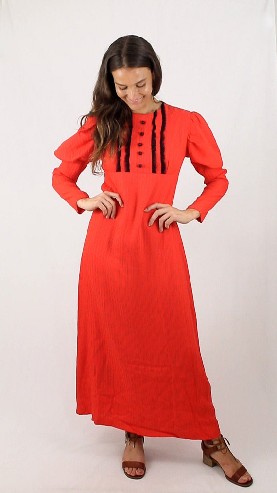 Bright orange red puffy Victorian puffy mutton sle