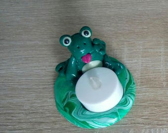With its Green Frog candle holder