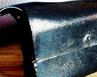Sac cuir grain caviar noir verni et pochette coton rangement