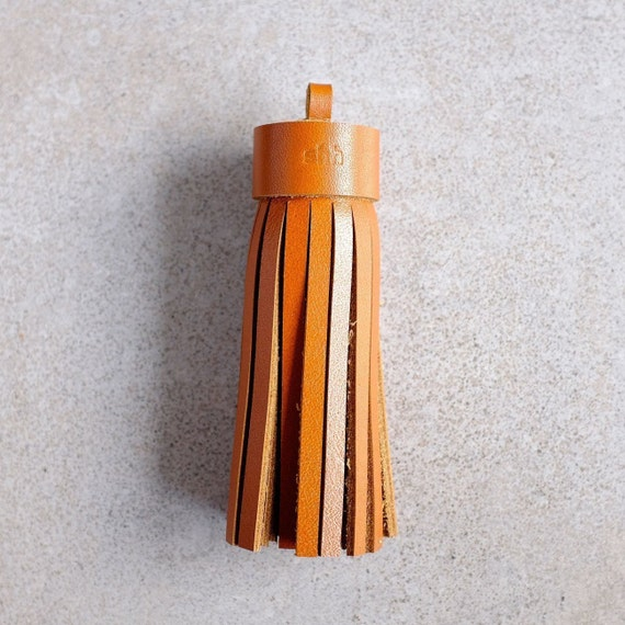 Single mug, tassel in cognac genuine leather