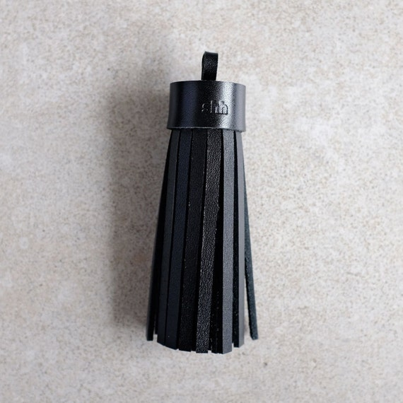 Single mug, tassel in black genuine leather
