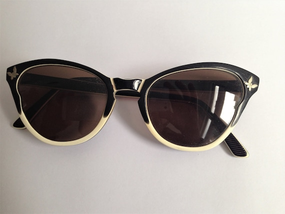 Vintage 50s / 60s cat eye sunglasses // Black and