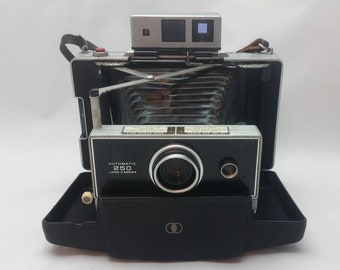 Vintage Polaroid 250 Automatic Land Camera With Built In Carrying Case and Leather Strap Tested