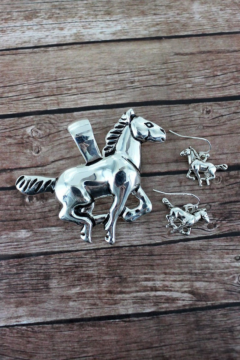 Tipi Silvertone Running Horse Pendant And Earrings Set