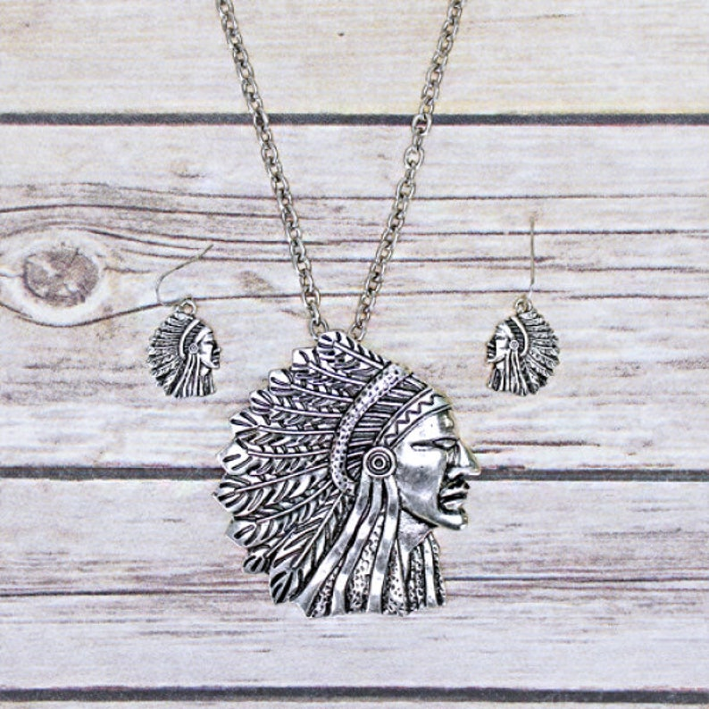New Tipi head dress silvertone necklace /& earring set