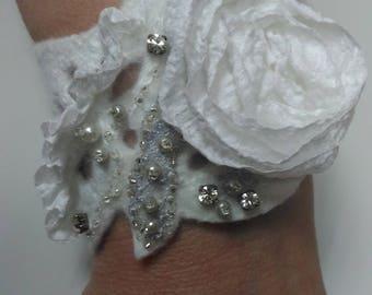 Nuno felted cuffs White felted bracelet Flowers cuff bracelet White rose bracelet Wedding cuff bracelet Romantic cuff