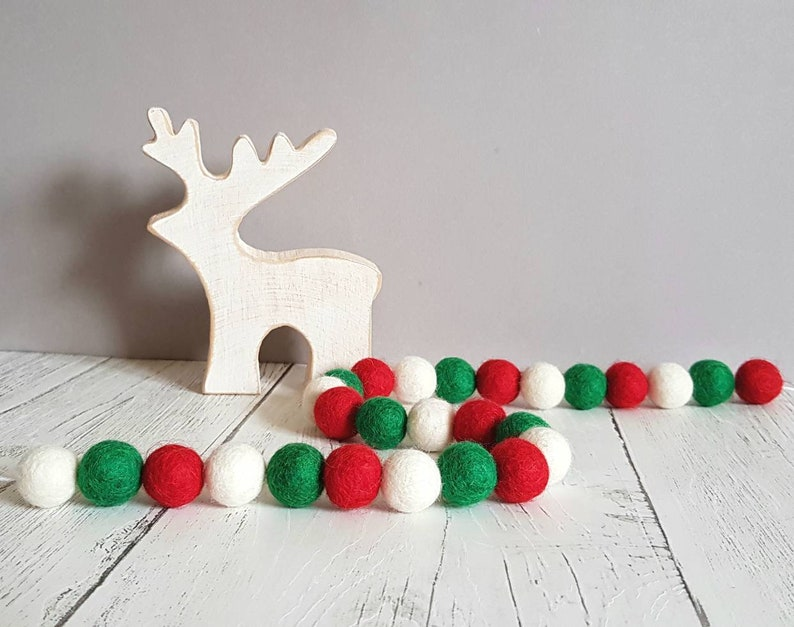 Christmas Ball Garland.Christmas Felt Ball Garland Christmas Pom Pom Garland Red And Green Felt Ball Garland Christmas Decorations Felt Ball Garland