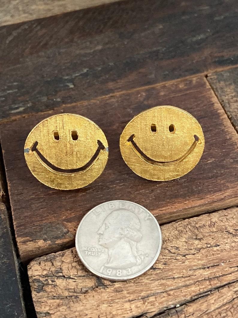Vintage gold tone 1970\u2019s smiley face cufflinks