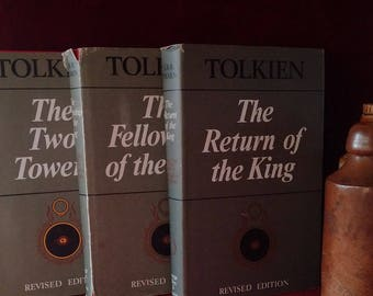 Very Rare in this condition: LORD Of The RINGS TRILOGY by J.R.R. Tolkien // Wonderful Vintage English Lord of the Rings Books as a Full Set