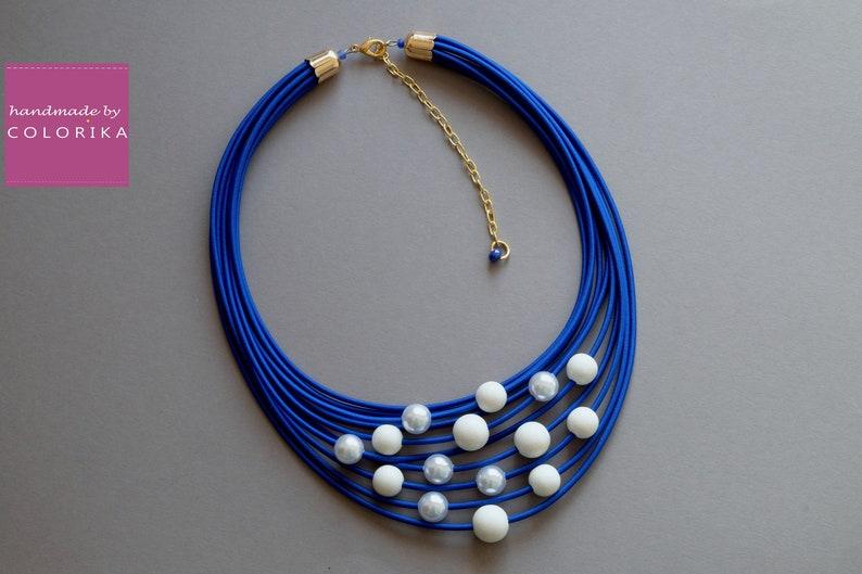 Statement necklace Blue bead necklace Blue jewelry Blue pearl necklace Pearl strand necklace Big pearl necklace White beaded necklace