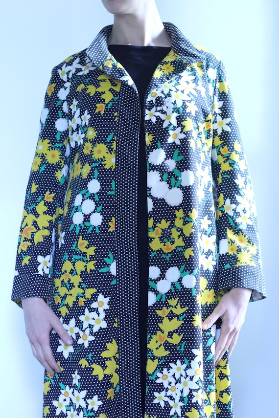 1960s floral and polkadot housecoat
