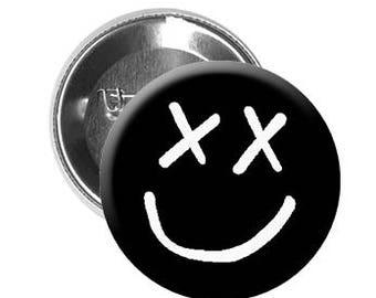 """LOUIS TOMLINSON - Pinback Button/Badge (1.25"""") - Smiley Face"""