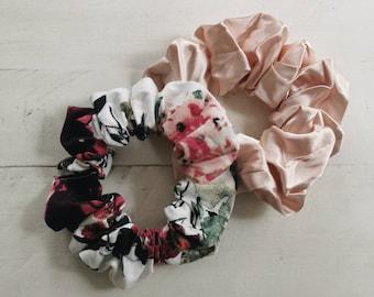 SS21 / Set of 2 scrunchies / medium size / Chouchoux / matching hair accessories / cotton elastic / Flowery / Little Joy