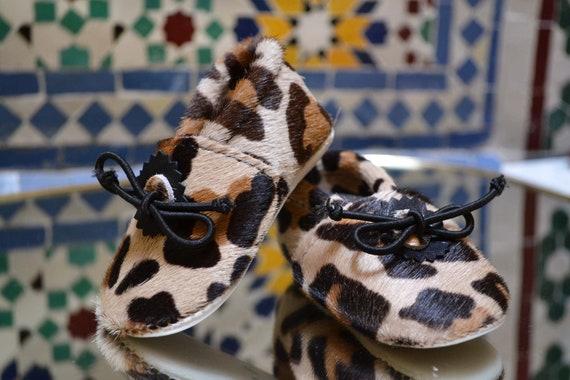 Chausson en cuir pour bébé couleur léopard à poil   Etsy f638da68c62c