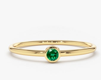 Emerald Ring / 14k Gold Single Emerald 0.08ctw Engagement Ring / Emerald Gemstone Ring / Stacking Natural Emerald Ring / Holiday Sale
