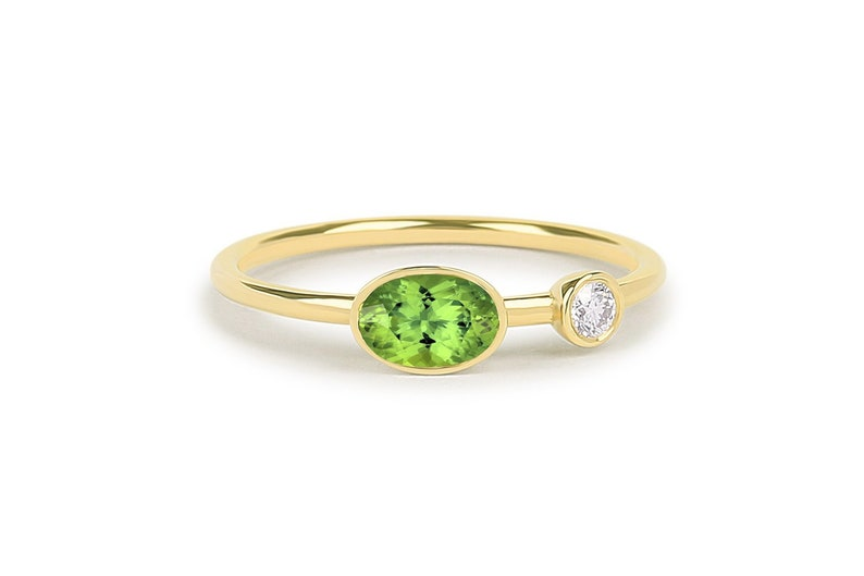 14Kt White Gold Peridot /& Diamond Oval Ring